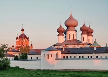 15_Успенский-собор-и-Крестовоздвиженская-церковь
